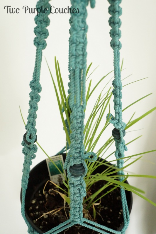 Did you know you can dye macrame? Pretty teal macrame plant hanger via www.twopurplecouches.com #fleamarket #upcycle #repurpose #wicker #macrame #swapitlikeitshot
