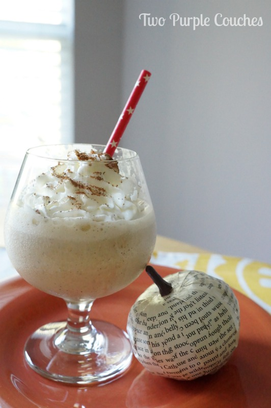 Mmmm... pumpkin spice all the things! Delicious pumpkin spice milkshake via www.twopurplecouches.com #psl #pumpkinspice #milkshakes #treats #Fall #FallRecipes
