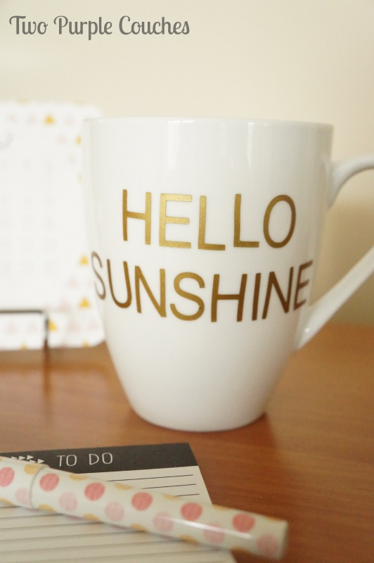 Cute kate spade inspired coffee mug via www.twopurplecouches.com #katespade #diyproject #knockoffproject #silhouette #vinyl