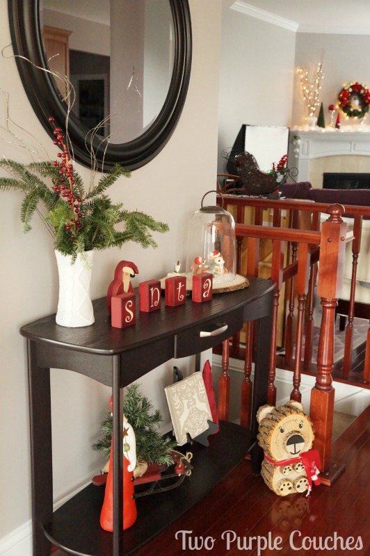 Vintage-inspired Christmas entryway via www.twopurplecouches.com