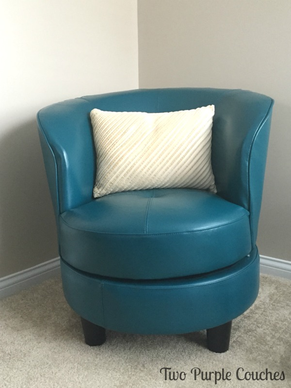 blue-chair-bedroom
