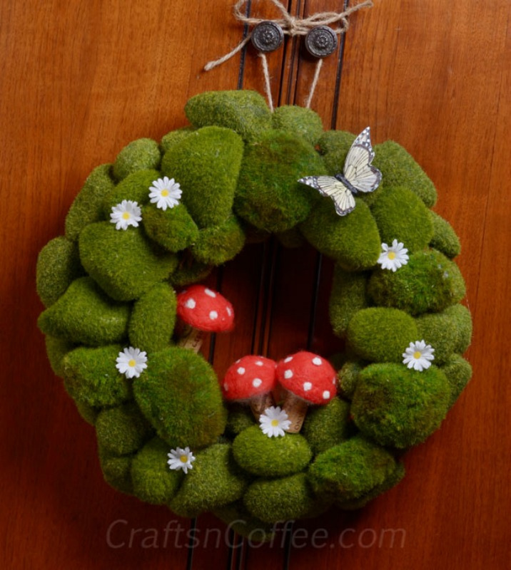 Spring Moss Rock Wreath from Crafts 'n Coffee