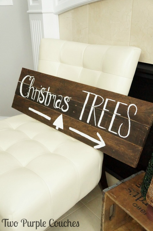 Get all the details on how to make this wood pallet sign for your holiday home!
