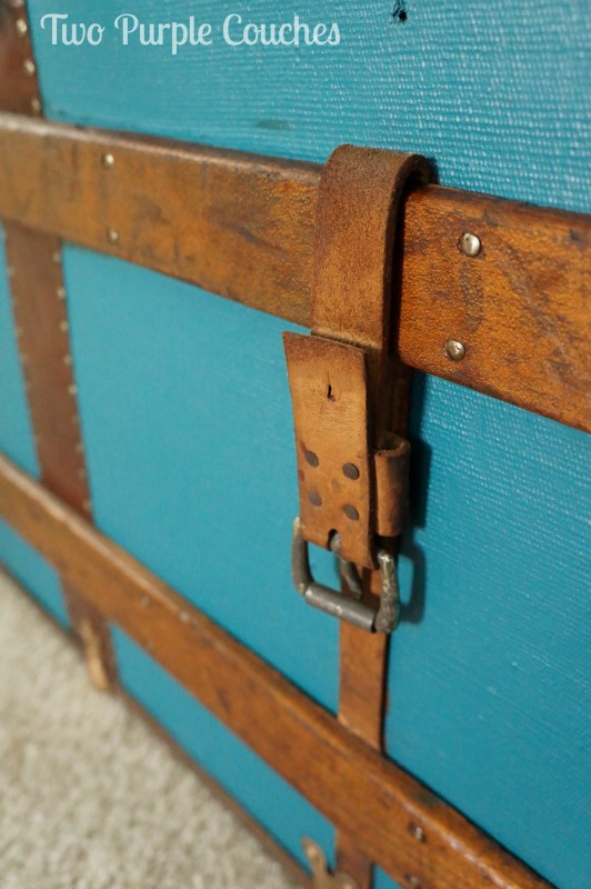 GREAT tips and tricks for how to paint a vintage steamer trunk. This is a stunning makeover!
