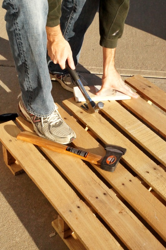 how to take apart pallets without breaking them