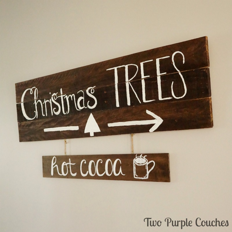 Love these DIY wood pallet signs for holiday decorating!
