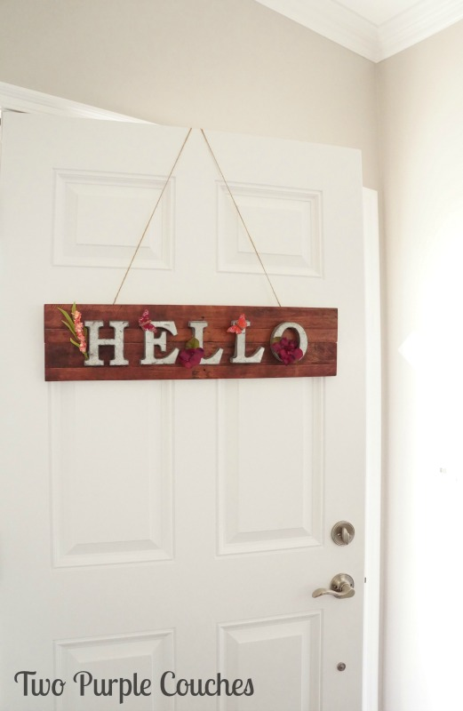 How to make an adorable springtime pallet wood sign for your home or front door.