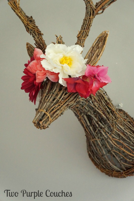 Gorgeous stag head with flower crown! Love this home decor idea for Spring!
