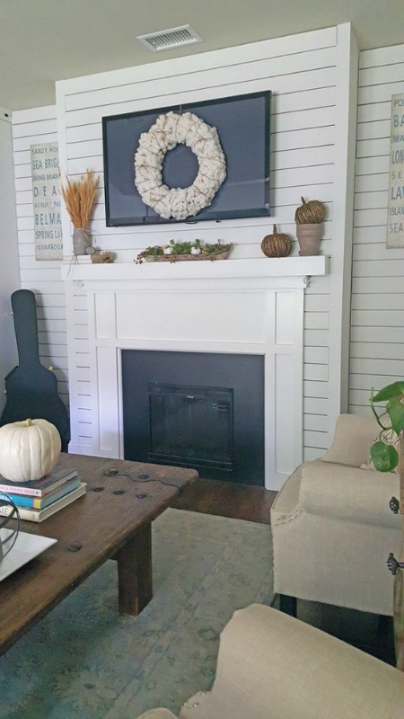 Fall-Mantel-Decorating-ideas-TheHoneycombHome-1-550x978
