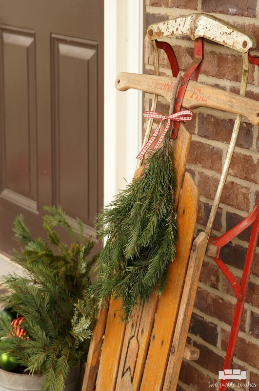 Beautiful vintage-inspired Christmas porch decor - what a pretty way to decorate your front porch for the holiday season! I love the sled and post box!