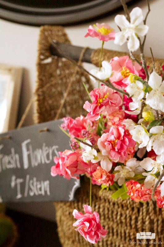 Beautiful Spring floral entryway decor with vintage and rustic touches! Find fresh inspiration on how to decorate your home's foyer for Spring.