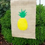 No-Sew Pineapple DIY Garden Flag / Learn how to make this super cute pineapple garden flat using your Silhouette Cameo or other cutting machine.