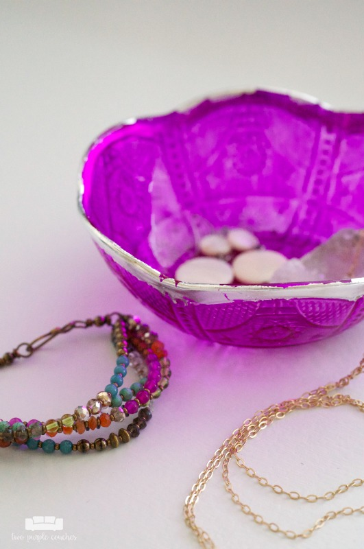 Moroccan-style DIY trinket dish. How to make your own boho-style trinket dishes for jewelry using dollar store bowls, dye and silver or gold gilding papers!