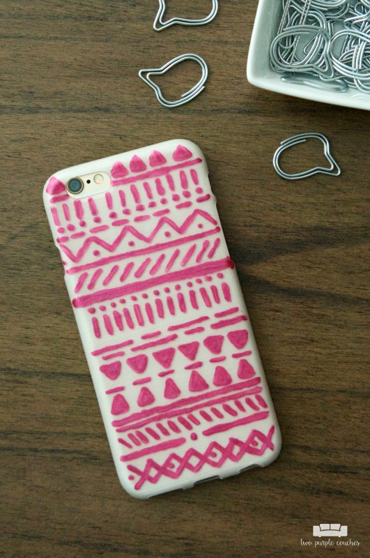 DIY Tribal Painted Phone Case / Awesome idea! Buy a plain phone case from the dollar store and give it a unique tribal-geo design with DecoArt paint!