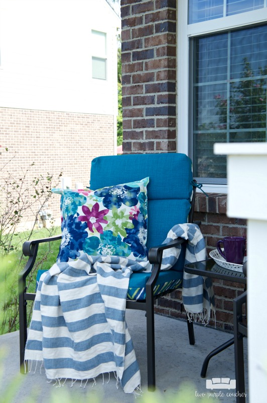 Summer porch decor - creating a cozy sitting area
