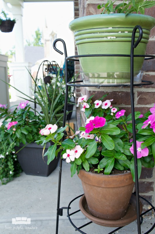 Summer porch decor ideas - simple terra cotta planters