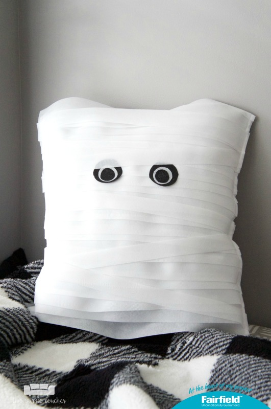 How to make a DIY Mummy Pillow. This pillow is the perfect not-so-spooky project for your Halloween home decor! And easy enough to make in an afternoon!