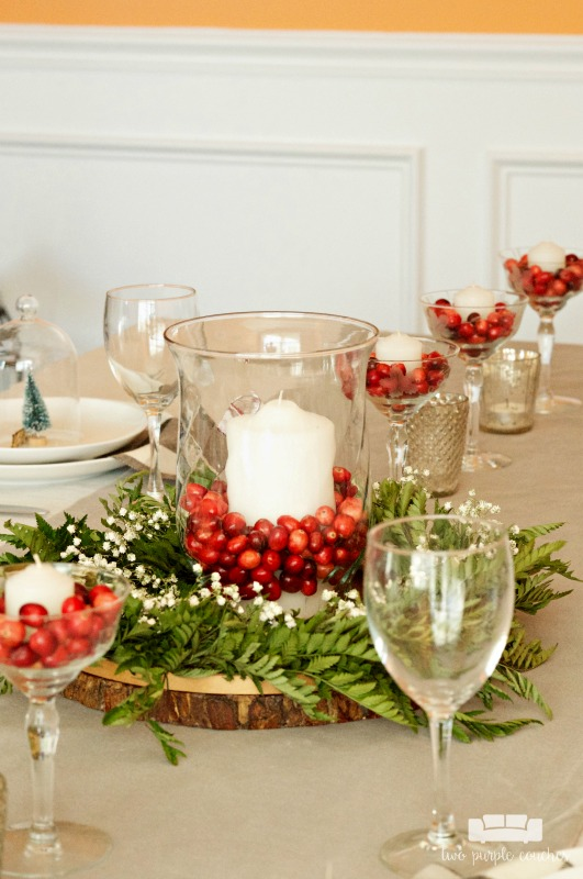 What a gorgeous natural Christmas table centerpiece!