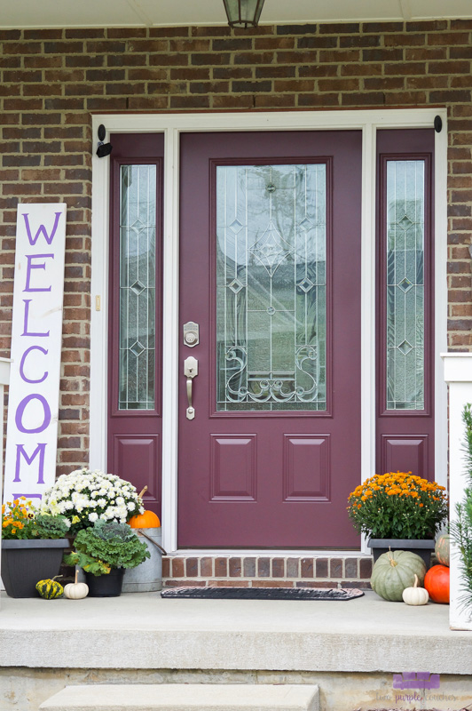 Simple and welcoming outdoor front porch decor for the Fall season
