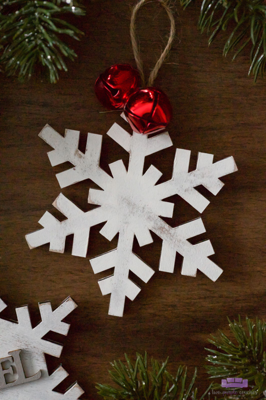 Rustic White-Washed Wooden Snowflake Ornament - easy DIY Christmas craft you can make in minutes!