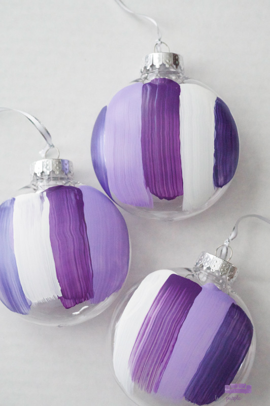 Abstract Brush Stroke Ornaments - how gorgeous are these modern DIY ornaments!?