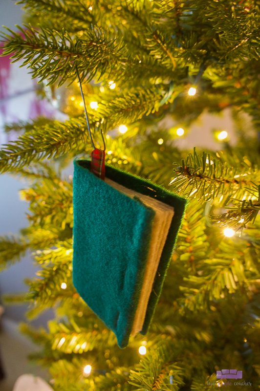 felt book ornaments for book lovers